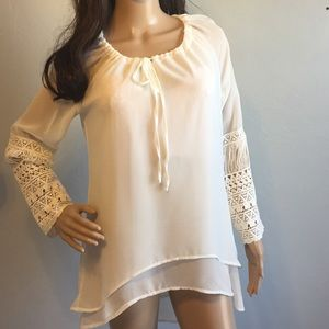 Miilla Cream Top w/Crocheted Sleeves NWOT.    B-7